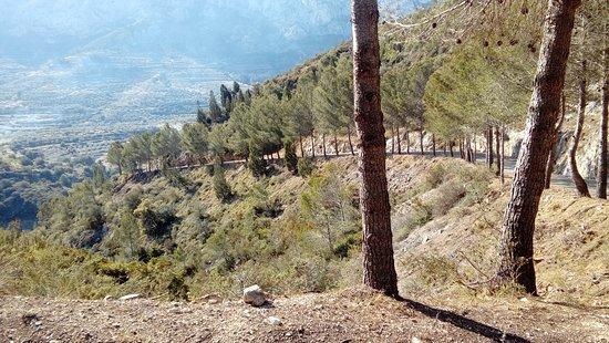 Vall de Gallinera, Spain: Valle de la Gallinera . Bajada a Benisilí, por la Llacuna
