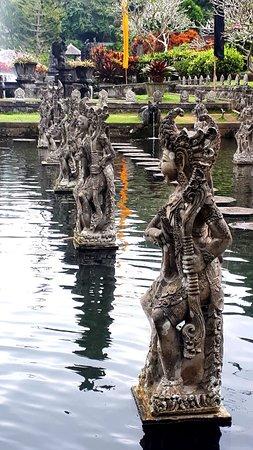 Visite de l'est de Bali: Offrions : # cascade tukad cepung #cascade rengreng #cascade tibumana #virgine beach #blue lagon #tirta gangga #lempuyang #amed #sideman