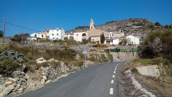 Vall de Gallinera, Spain: Valle de la gallinera,  lo forman ocho pueblo uno de ellos es Llomai este está abandonado .. Benisil el p`treimer pueblo bajando por la Llanunca-Villalonga.í