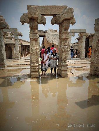 Temple complex hanging pillar