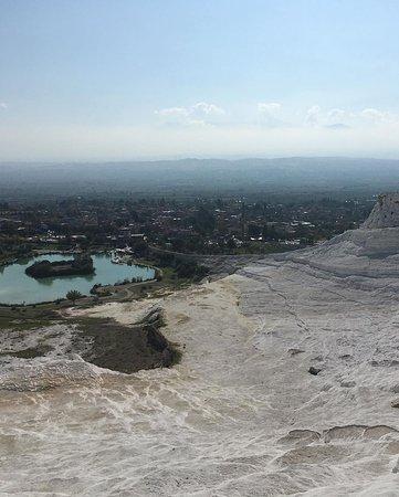 Ausblick von den wunderschönen Kalkstein Terrassen ins wunderschöne Tal.
