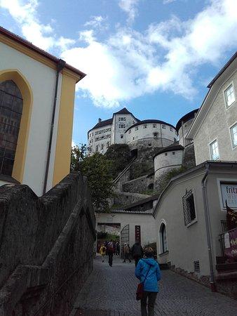 Sicht auf die Festung Kufstein von unten