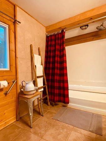 Sunset Cottage - bathroom
