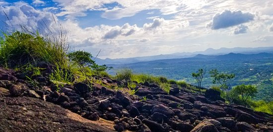 Hiking Thiththawelgolla Mountain