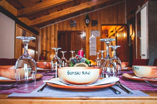 מחוז ואראז'דין, קרואטיה: Our beautful costume made dinnerware.