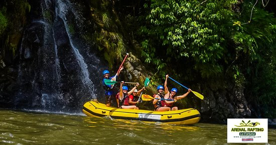 Arenal Rafting Company, world-class rafting!🇨🇷⛰ Here is the best of THURSDAY AND FRIDAY, everyone had a great time by the way very scary😬😎 For more information or to be part of this amazing adventure contact us at info@arenalrafting.com or go to www.arenalrafting.com🤙💦 Looking forward to having you too.🤙💦 #arenalrafting #naturecr #costarica @ Arenal Rafting