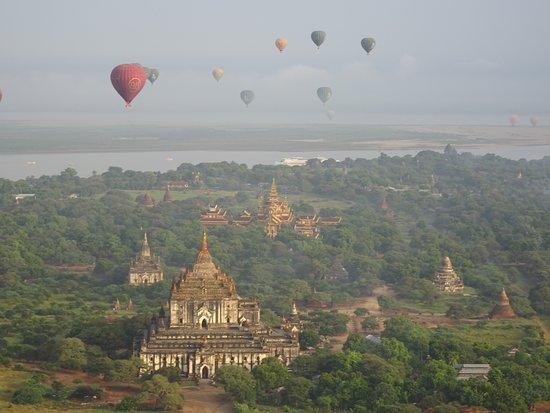 Bagan vue du ciel