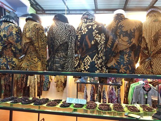 North Sumatra, Indonézia: GALERY MUSLY GROUP  Melayani & Mengerjakan Aneka Pembuatan Baju, Seragam, Kemeja, Jaket, Sweater, Rompi, Wearpack, Training, Celana, Kaos Sablon & Bordir