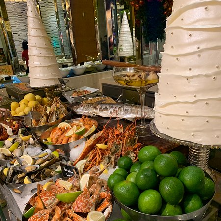 Fresh Feast at Solaire Resorts