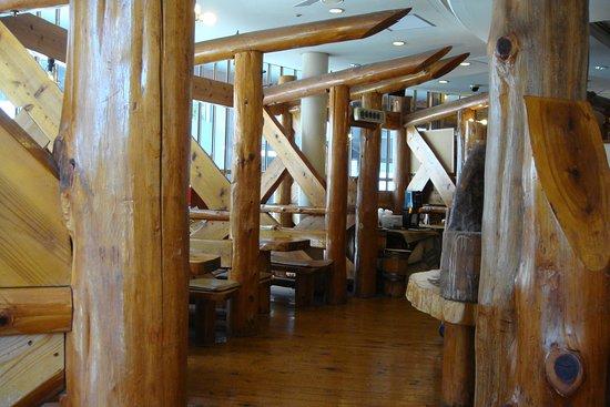 木の柱と梁 床までも木製