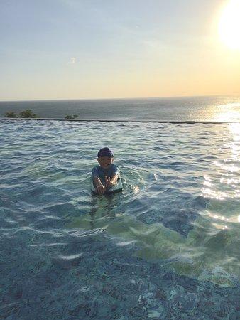 無邊際泳池太美了~