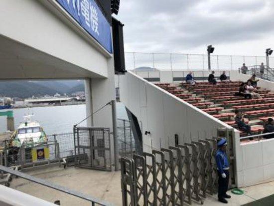 スタジアムの中からも海が見えます。