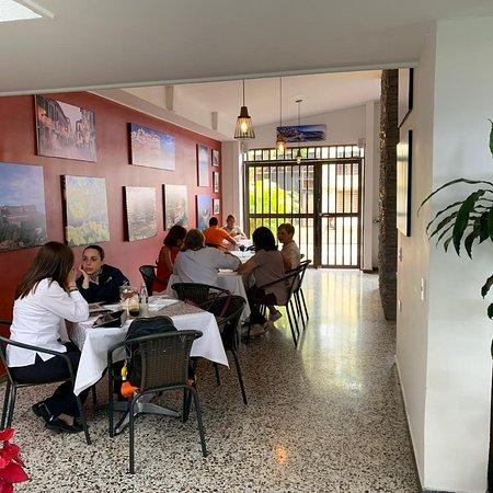 Gastronomia y música Italiana, ambiente tranquillo, para compartir un grato momento con amigos y familia