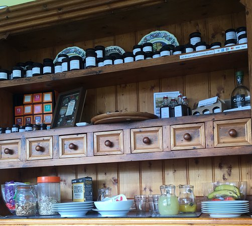Come here, must try their homemade jams. There have a lot different fruit jams and very different than berries farm shop sell😋