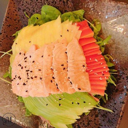 Sashimi isst man nicht nur gerne, sondern sieht sich das auch gerne an.