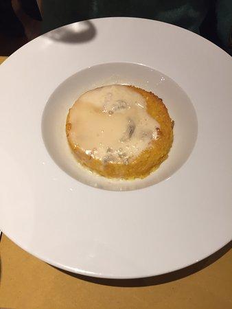 Il locale. Mortadella. Risotto al salto con formaggio. Lasagne.