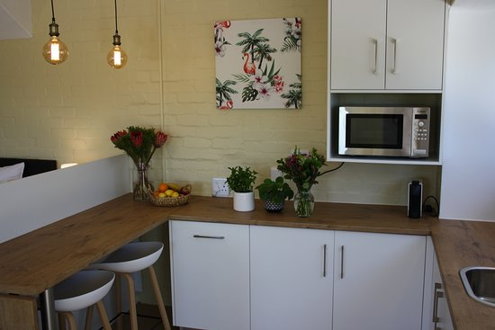 R2 Gecko Apartment - fully equipped self-catering kitchenette