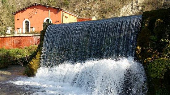 Posta Fibreno, Italia: Cascata