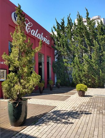 Curitibanos, SC: Fachada Calábria Restaurante e Pizzaria.