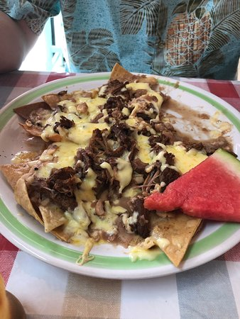 El Campanario: Nachos with beef (on top of beans) -- delicious!