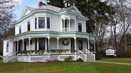 Stayton, OR: Brown House Event Center dressed for the season.