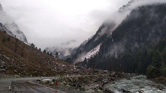 Sonamarg, India: Srinagar-Leh HighWay