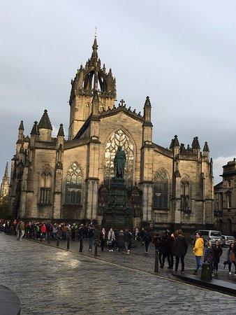 Edimburgo: recorrido a pie de 3 horas: guía turística italiana: St Giles' Cathedral