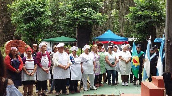 En diciembre, Gouin celebra la Fiesta del Pastel Artesanal. No sólo es una tradición del pueblo, donde el pastelito está presente hasta en las reuniones de la intendencia, sino que se convirtió en una salida laboral para muchas personas que se forman cada año para desarrollar su propio emprendimiento.