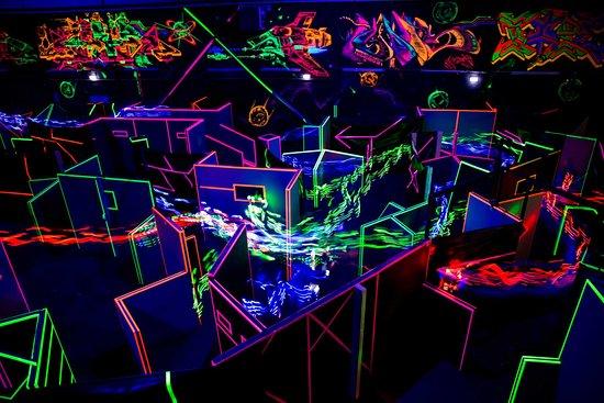 Düsseldorf, Alemania: Ein Blick auf das LaserTag Spielfeld von der Zuschauertribüne