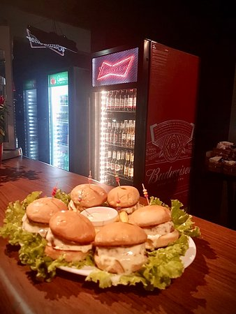 Jundiai, SP: Mini hamburguinho, uma delícia! The King Of Beers - Bar da Bud Jundiaí
