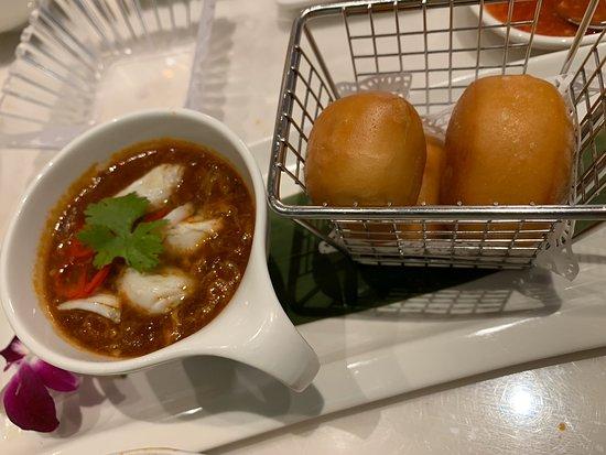 JUMBO Seafood Bangkok: อร่อยเหมือนบินไปกินที่สิงคโปร์เลยครับ ที่สำคัญมาคนเดียวไม่อยากทานเยอะก็สั่งแค่นี้พอ กำลังอิ่มเลยครับ