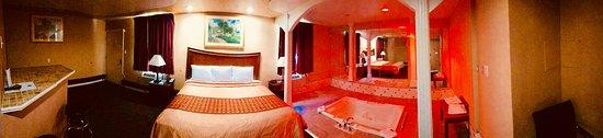 Royal Jacuzzi Suite - Picture of Knights Inn Philadelphia/Trevose, Trevose