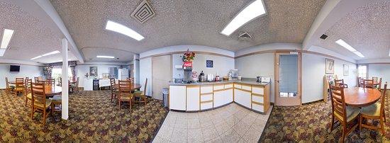 Two Queen Beds - Picture of Americas Best Value Inn Phoenix Ashland, Phoenix - Tripadvisor