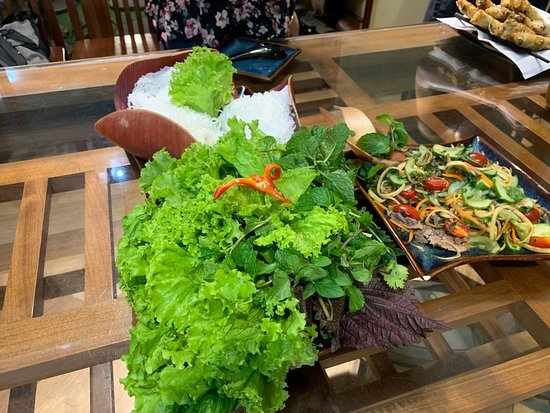 Small-Group Cooking Class and Market Tour in Hanoi with Pickup: Setting the table