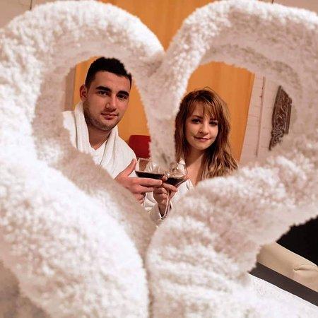 Marijana i Miroslav - maseri fizioterapeuti - prezentuju masažu za parove, dvoje, dve, dvojicu(masaža dve osobe u jednoj prostoriji)...