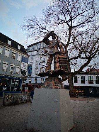 写真ハンブルク港とザンクトパウリの予約手数料を使って、地元で好きなものを見てツアー枚