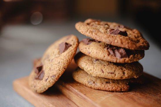 Cookies feitos com muito carinho e pedações chocolate!!