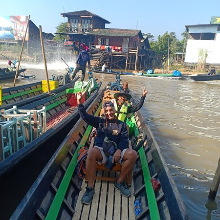 Inle lake boat tour with the sunrise and the Day tour to the lake