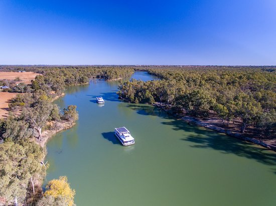 In Mildura the Murray River is wider and the boats are bigger.