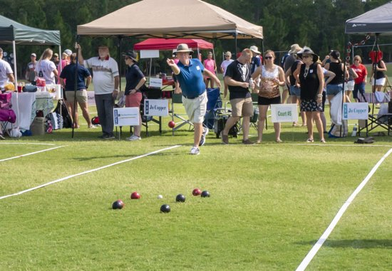 Southern Pines, Caroline du Nord : The annual Backyard Bocce Bash, run by Sandhills Children Center is hosted at the NAV.