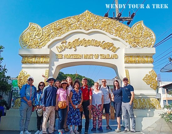 Mae Sai, Tailândia: 👉 Welcome to One Day Chiangrai Trip - Hot Spring - White Temple - Visit Karen Long Neck Hill Tribe (option) - Maesai Border - Golden Triangle - Boat trip (option) Thank you for join with us.