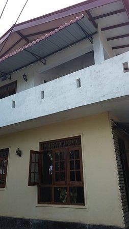 Ettukala, Шри-Ланка: Upstairs with large balcony