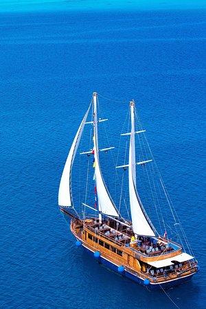 Pirates Premier Sailing