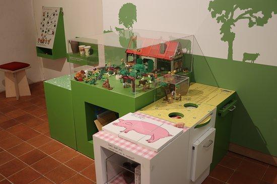 Ger, Francia: Dispositifs ludiques pour les enfants.