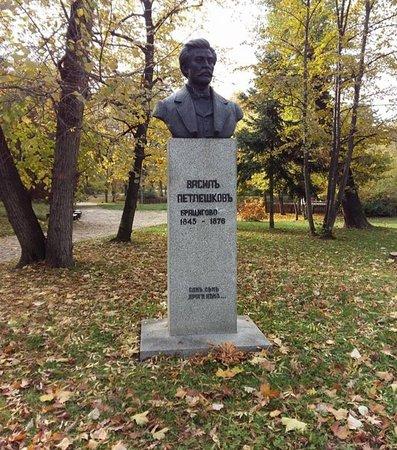 Vasil Petleshkov Monument