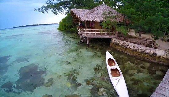 Thousand Islands, Indonesien: Sekilas tentang Pulau Macan Pulau ini sebenarnya adalah milik keluarga asal Indonesia namun tidak lagi tinggal di tanah air. Pengelolaan pulau ini dipercayakan kepada seseorang berkebangsaan Jerman yang kemudian mengubah pulau mungil nan cantik ini menjadi eco resort dengan konsep eco village. Secara lengkap pulau ini disebut sebagai Tiger Islands Village and Eco Resort.