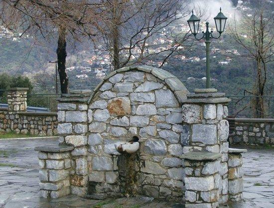 Artemisia, Grecia: στην πλατεία της Αρτεμισίας