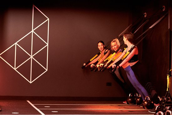 MATRIX TOTAL BODY Based on three elements - run, condition, move - Matrix has been specifically designed to be a total body workout. Each class features the Technogym SKILLMILLS, kettlebells, TRXs and integrates the 7 primal movement patterns in every single class; Push, Pull, Squat, Lunge, Twist, Bend and Locomotion. We nearly forgot to mention the three 1 minute group Digs!  The mix of short and hard work interspersed with rest periods will leave you burning energy for hours!