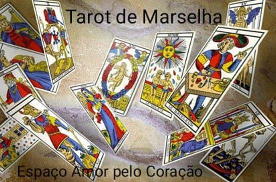 Tercena, Португалия: O Tarot é como um diagrama da vida, uma mensagem do inconsciente ou até a ponte entre o plano terrestre e o espiritual. Assim, neste contexto, o tarot serve tanto para uma orientação psicológica ou terapêutica quanto para a adivinhação ou predicção do futuro ou conhecimento sobre o passado; também, para muitos, é considerado o melhor veículo para o auto-conhecimento. O Tarot devolve da alma para o corpo o conhecimento, do nosso estar actual; seja psíquico, emocional, bem estar, saúde.
