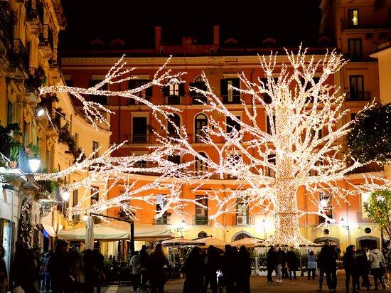 סלרנו, איטליה: W Thomas Edison 😉  The man who brought the world to light. 💡💡💡. ( Illuminations city of Salerno). 
